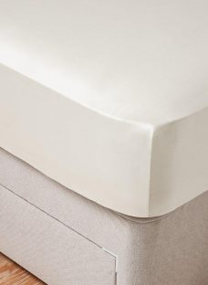 Flaxby 400 Thread Count Fitted Sheet 4'6 Double CREAM