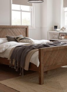 Leighton D White Wash Wooden Bed (Sprung Slats) 4'6 Double OAK