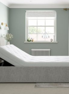 Lucia Sleepmotion 100i Adjustable Upholstered Bed Frame 4'6 Double SILVER